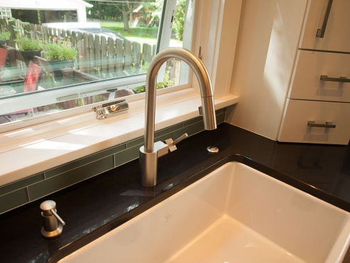The large, Rohl Shaws Modern apron-sink speaks to the traditional side of the home, offset by the satin nickel Moen Align pull-down faucet, adding which adds a contemporary touch.