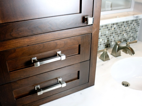 For additional storage, a vanity tower sits atop the counters.