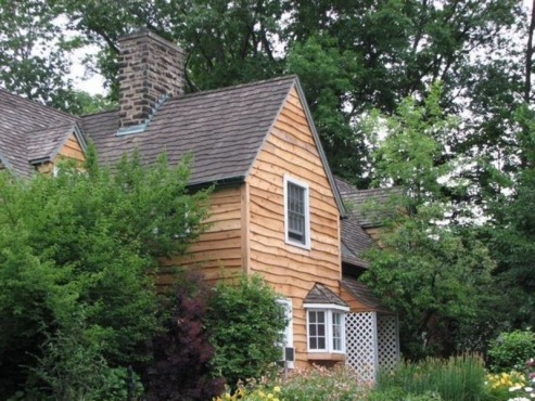 Beautiful cedar siding professionally installed in Shaker Heights, OH home by the beard group licensed contractors