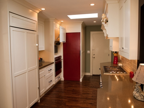 Excellent placement of appliances and sinks.